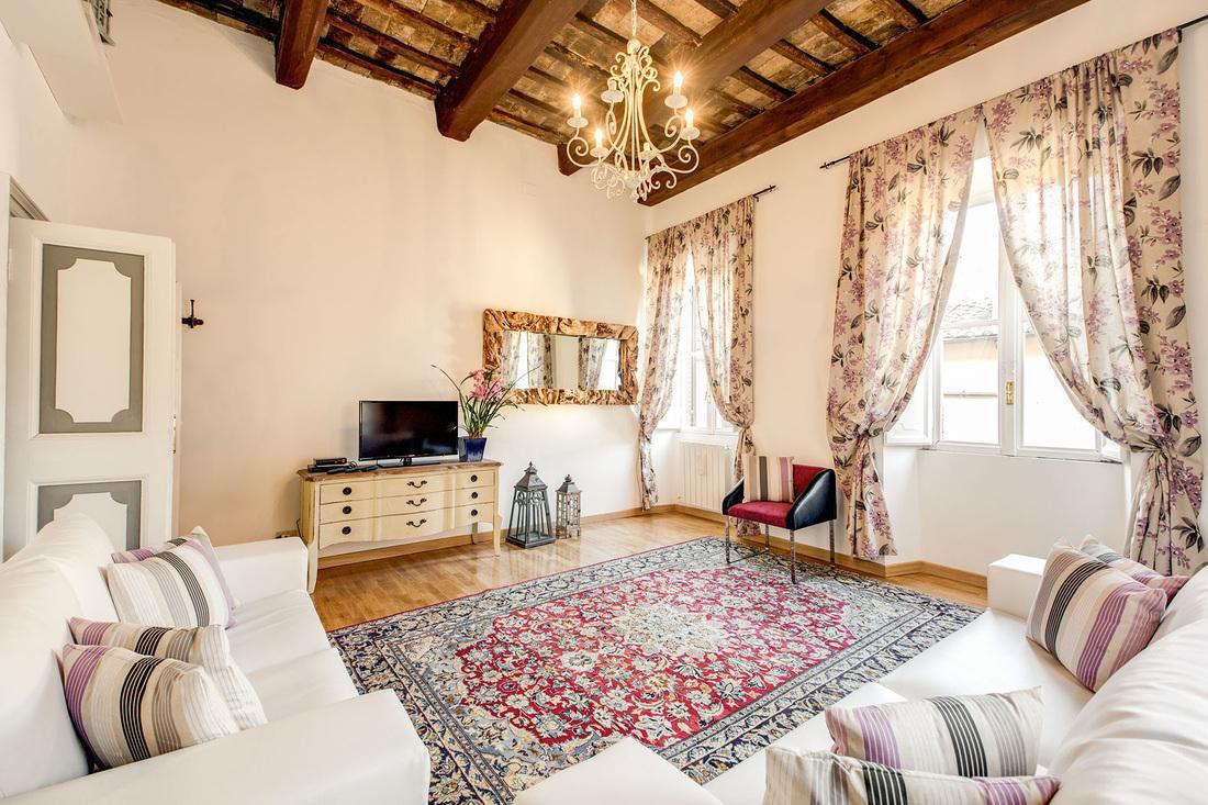 fabulous living room of Rome - Via della Croce III luxury apartment