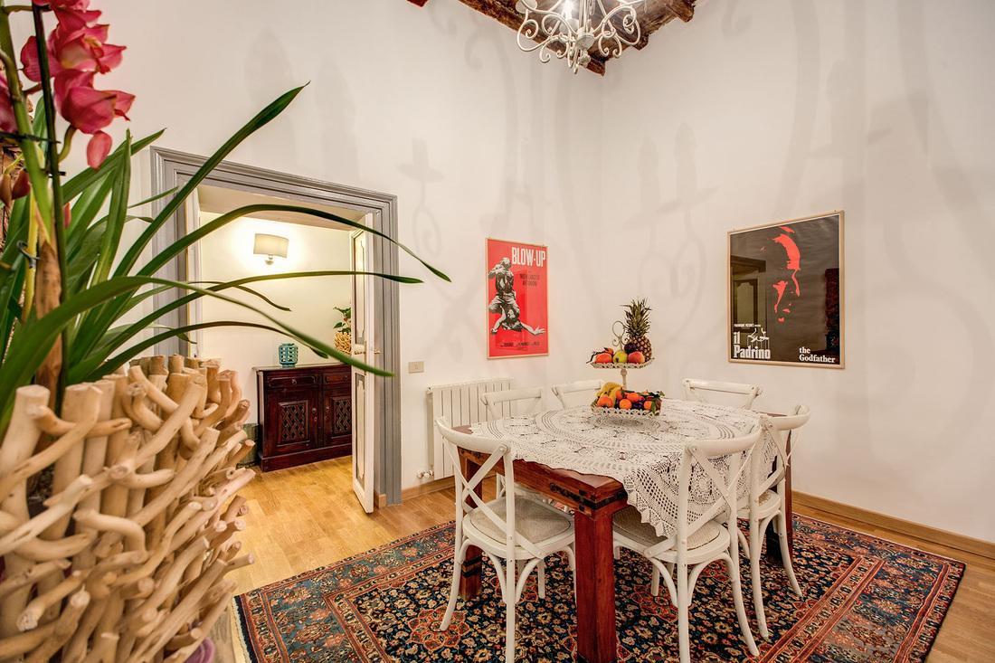 fabulous dining room of Rome - Via della Croce III luxury apartment