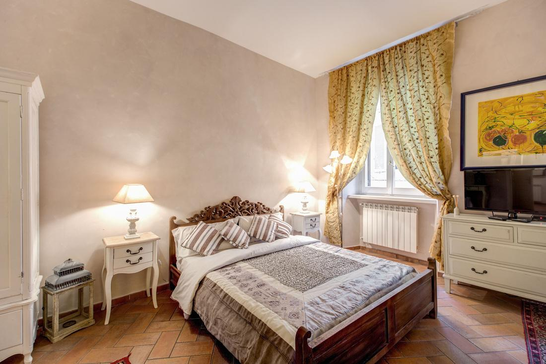 charming bedroom in Rome - Navona Enchant luxury apartment