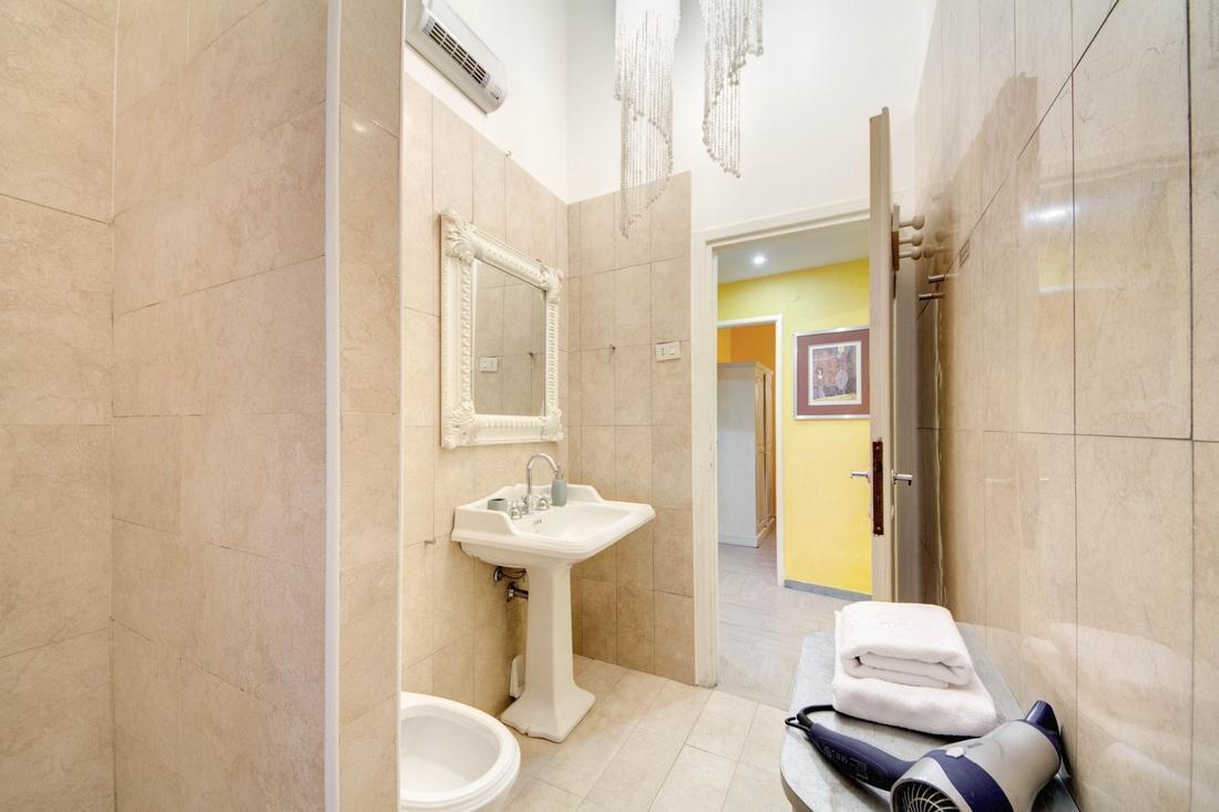 clean and fresh bathroom in Rome - Stelletta Silent Dream luxury apartment
