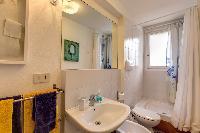 clean and fresh bathroom in Venice - Charming Magic Venice luxury apartment