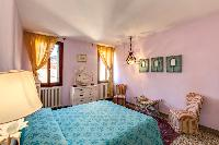 clean and fresh bedroom linens in Venice - Charming Magic Venice luxury apartment