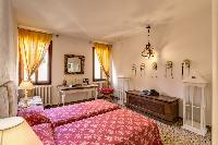 nice and neat bedding in Venice - Charming Magic Venice luxury apartment
