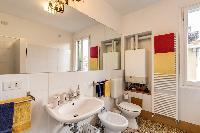fresh and clean bathroom in Venice - Charming Magic Venice luxury apartment