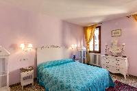 pristine pillows and bed sheets in Venice - Charming Magic Venice luxury apartment