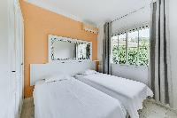 clean and crisp bedding in Cannes - Palm Spring Villa luxury apartment