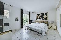 awesome king-size bed in Cannes - Palm Spring Villa luxury apartment