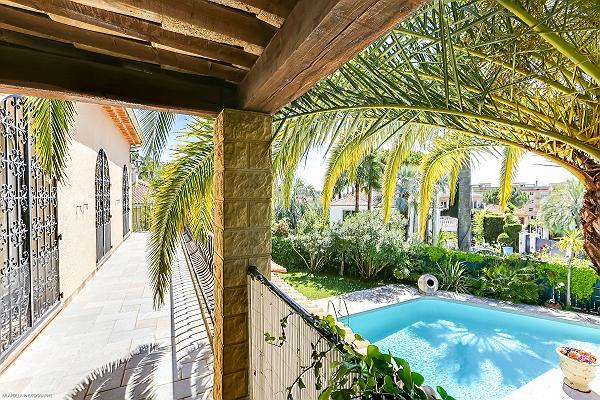 cool pool area of Cannes - Palm Spring Villa luxury apartment