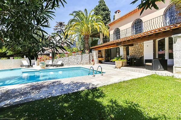 beautiful exterior of Cannes - Palm Spring Villa luxury apartment