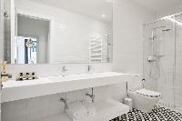 neat and trim bathroom in Barcelona - Deluxe Palou Wide Living Room luxury apartment