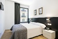 clean and fresh bedroom linens in Barcelona - Deluxe Palou Wide Living Room luxury apartment