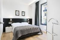 clean and fresh bedroom linens in Barcelona - Deluxe Palou 4 luxury apartment