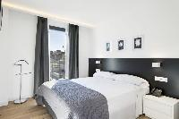crisp and clean bedroom linens in Barcelona - Deluxe Palou Penthouse luxury apartment