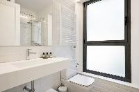 fresh and clean bathroom in Barcelona - Deluxe Palou Suite Apartment luxury holiday home and vacatio
