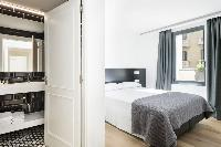 crisp and clean bedroom linens in Barcelona - Deluxe Palou Superior Apartment luxury holiday home an