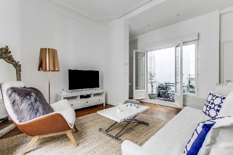Sleek and new 2-bedroom Paris luxury apartment