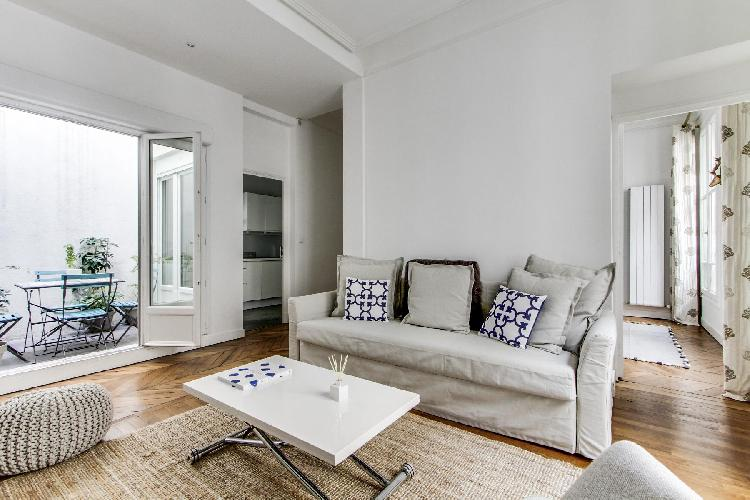 stylish and contemporary 2-bedroom Paris luxury apartment