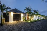 delightful neighborhood of Bali - Villa Tjitrap luxury apartment