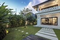 well-manicured lawn of Bali - Villa Tjitrap luxury apartment