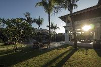lovely and lush grounds of Bali - Villa Tjitrap luxury apartment