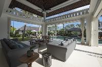 breezy and bright Bali - Villa Tjitrap luxury apartment