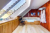 refreshing bathroom with tub in Brittany - Luxury Sailor House