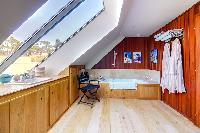 revitalizing bath in Brittany - Luxury Sailor House