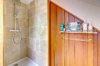 fresh and clean shower room in Brittany - Luxury Sailor House