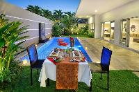 incredible alfresco dining in the garden of Bali Cosy Villa luxury apartment