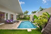 amazing swimming pool of Bali Cosy Villa luxury apartment