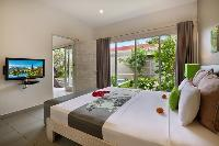 cool access to the garden of Bali Cosy Villa luxury apartment