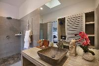refreshing rain shower in Bali Cosy Villa luxury apartment