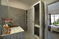 handsome en-suite bathroom in Bali Cosy Villa luxury apartment