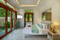 clean and fresh bedding in Bali - Legian Villa Holliday luxury apartment