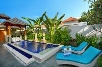 relaxing pool of Bali - Legian Villa Holliday luxury apartment