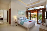 fresh and clean bedding in Bali - Legian Villa Holliday luxury apartment