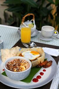 delicious dishes served at Bali - Legian Villa Holliday luxury apartment