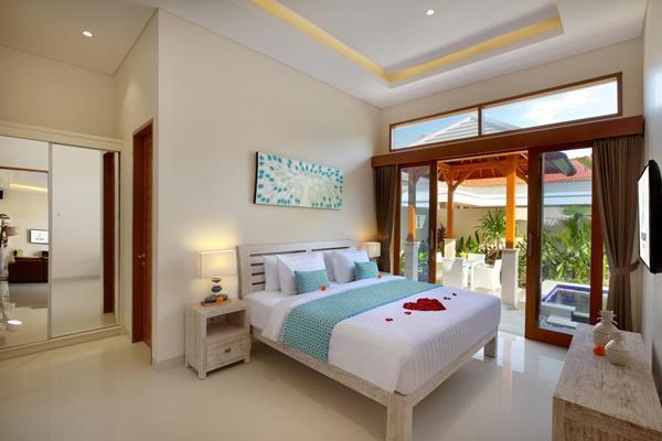 fresh and clean bedding in Bali - Legian Villa Holliday luxury apartment