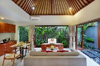 bright and breezy Bali - Legian Kriyamaha Villa 3 luxury apartment