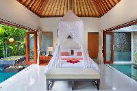 crisp and clean bedroom linens in Bali - Legian Kriyamaha Villa 3 luxury apartment
