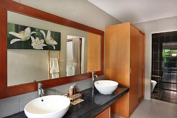 fresh and clean bathroom in Bali - Legian Kriyamaha Villa 3 luxury apartment
