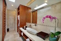 fresh and clean bathroom in Bali - Seminyak Aksari Villa luxury apartment