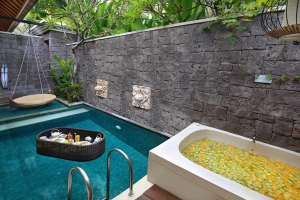 impressive outdoor tub at Bali - Legian Ini Vie Villa 1BR luxury apartment