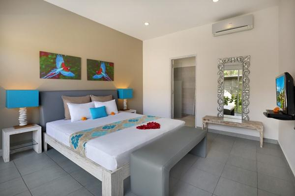 fresh and clean bedroom linens in Bali Cosy Villa Blue luxury apartment