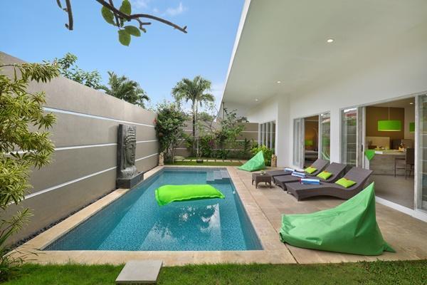 impressive swimming pool and lanai at Bali Cosy Villa Lime luxury apartment