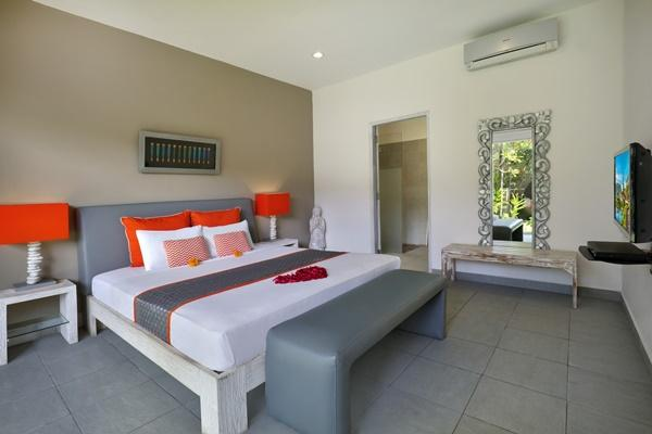 clean and fresh bedroom linens in Bali Cosy Villa Silver luxury apartment