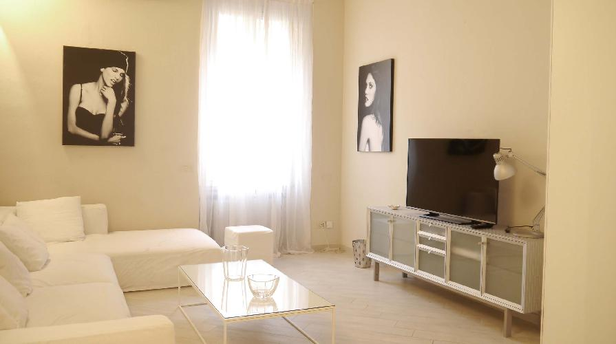 charming Milano - Deluxe Three Bedrooms luxury apartment and holiday home