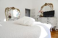 pristine bedding in Bellagio - Favola Superior Front Lake luxury apartment
