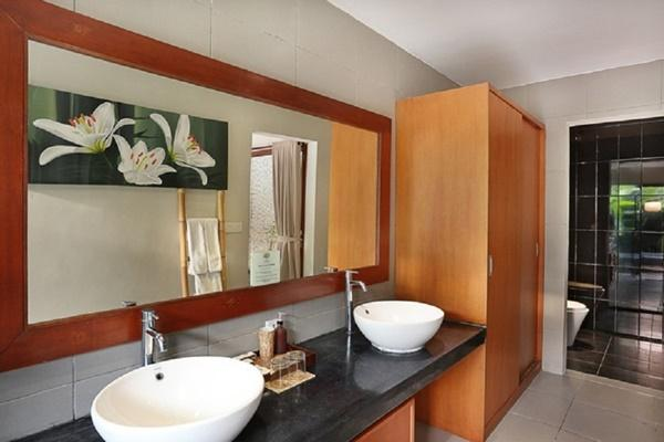 clean and fresh bathroom in Bali - Legian Kriyamaha Villa 2 luxury apartment