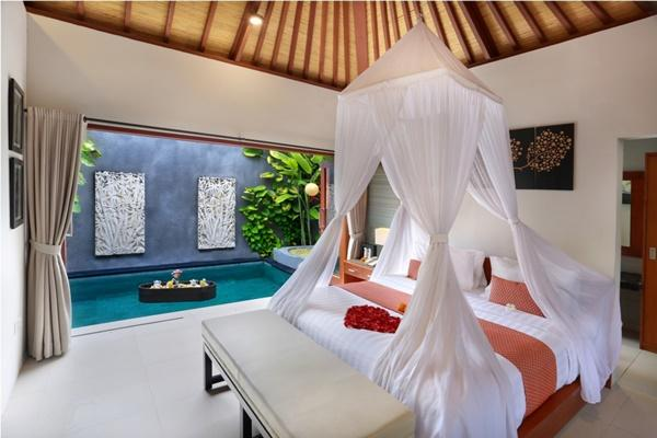 fresh and clean bedroom linens in Bali - Legian Kriyamaha Villa 5 luxury apartment